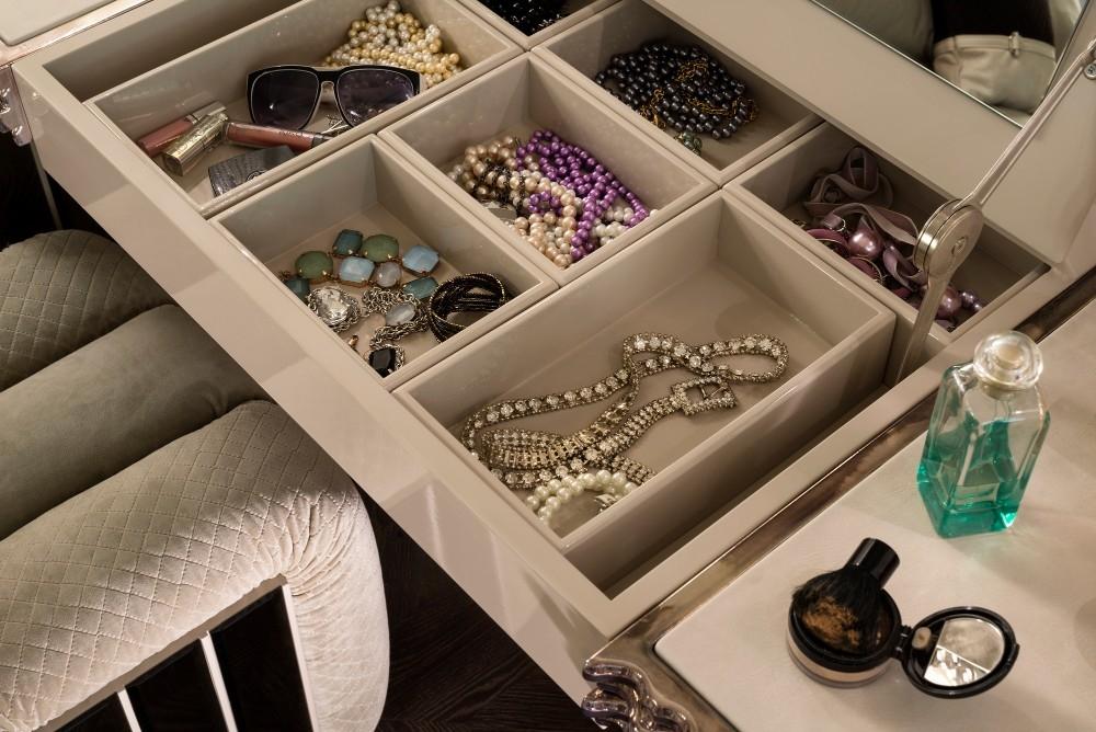 OLA - Dressing table